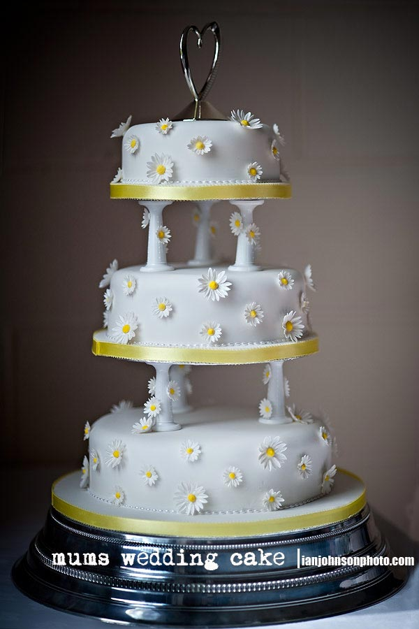 Daisy Cakes Wedding